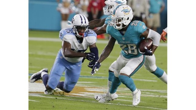 Titans start fast and beat Dolphins 21-10