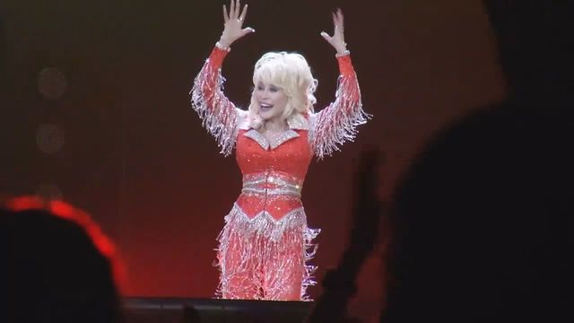 Dolly Parton's Dixie Stampede to drop 'dixie' from name