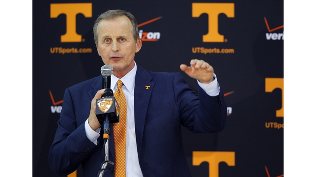 Vols ranked #24 in AP Top 25 basketball poll, Lady Vols up to #11