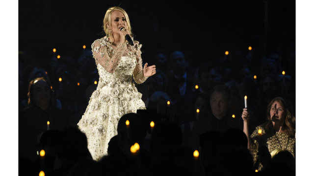 Singer Carrie Underwood injured her face in fall