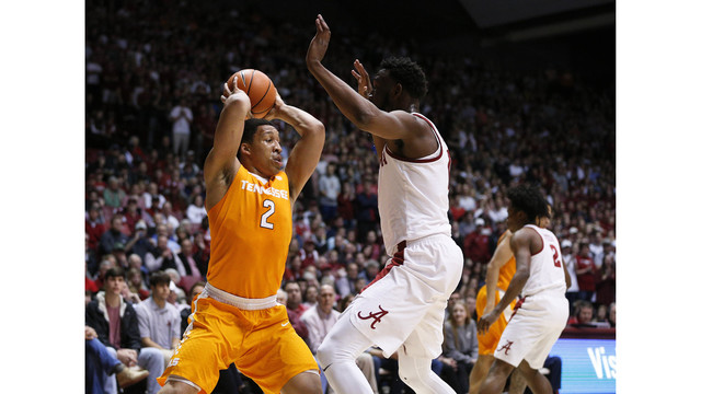 Vols drop in AP poll after up and down week