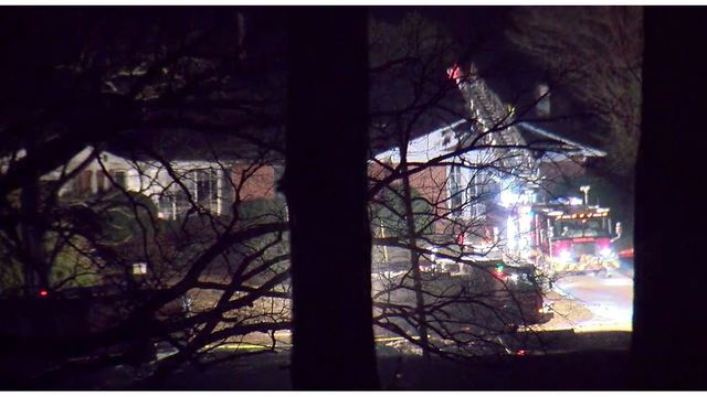Firefighter killed, 2 others injured in Tennessee house fire