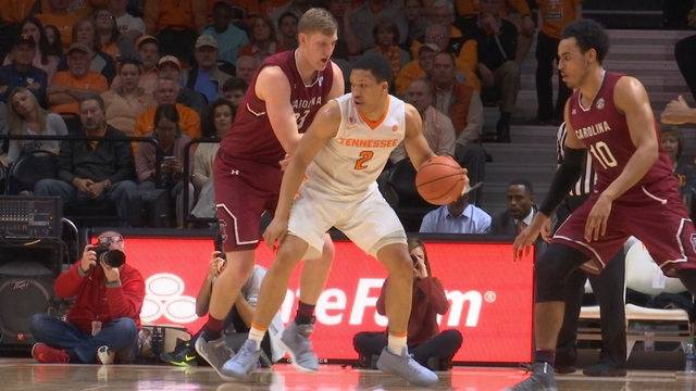 Williams scores 22 as No. 18 Tennessee holds off South Carolina 70-67