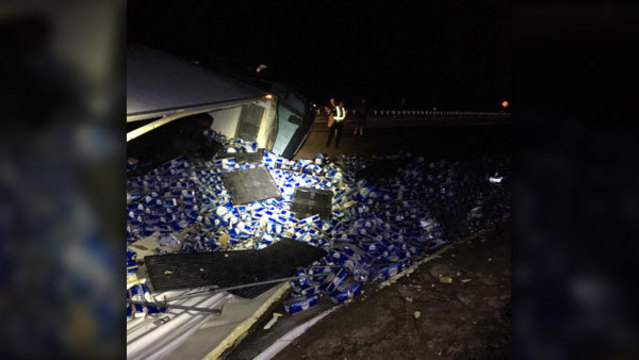 60000 pounds of beer spilled on I-10 after semi overturns