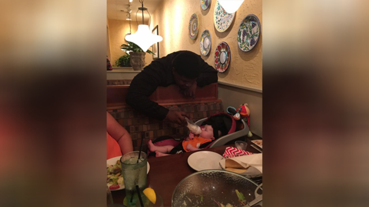 Arkansas Olive Garden server feeds baby for exhausted mom - WATE