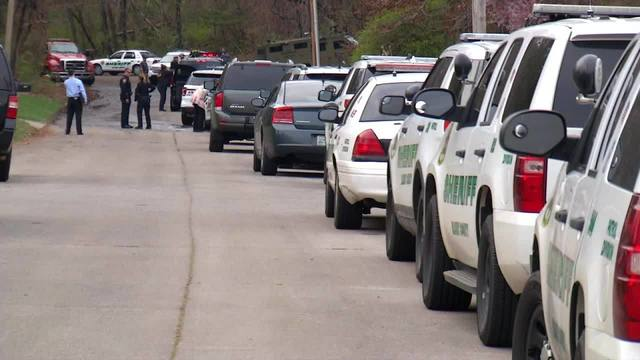 Woman arrested, man dead after Blount County bank robbery, standoff