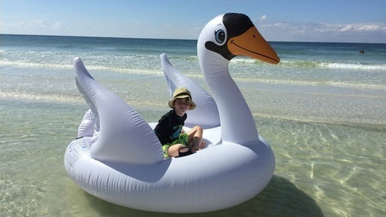 13fa87df6772 SCARY  Mom and son drift miles out in Gulf on giant swan float