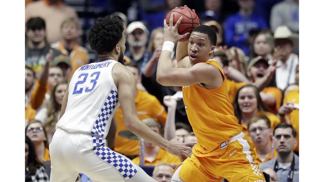 Tennessee rallies past Kentucky 82-78 in SEC Semifinal c53103f16